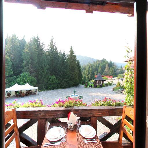 Ресторан «Трапезна» вдень, балкон (2012)