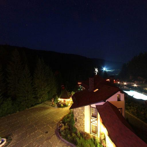 Вид з балкону на нічне подвір'я (2012)
