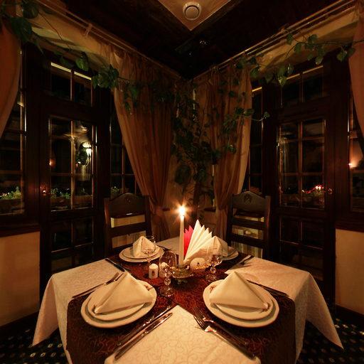 Ресторан «Трапезна» вночі