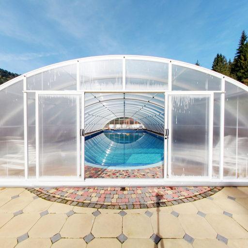 Біля басейну. Осінь 2013