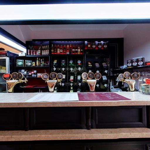Зал бару-крамниці