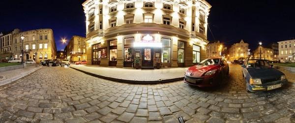 Вечірній фасад