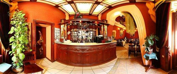 Зал ресторану, бар