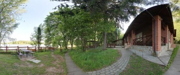 Озеро, літні столики